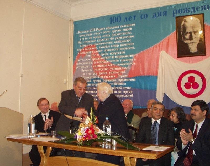 Е.М.Примаков во время торжественного открытия конференции, посвященной 100-летию С.Н.Рериха
