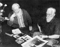 Святослав Рерих с Людмилой Шапошниковой разбирают наследие, которое будет передано в Россию.