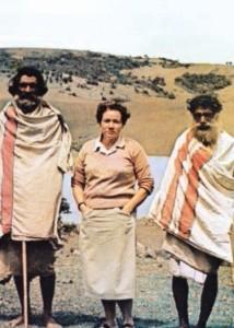 Л.В. Шапошникова в гостях у племени тода, Нильгири, 1964 г.